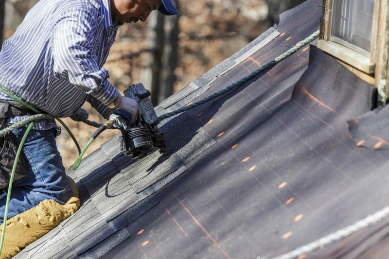 St-louis-work-injury-roofing-hazards